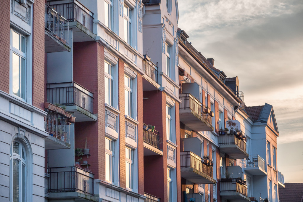 Bundestag beschließt Neuregelung der Vergütung von Maklern. Provision beim Verkauf von Haus und Wohnung wird künftig zwischen Verkäufer und Käufer geteilt